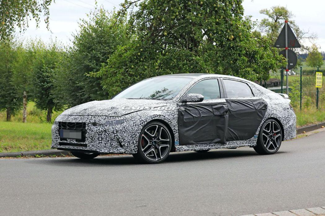 全新Hyundai Elantra/Avante N偽裝測試車。 摘自Carsc...