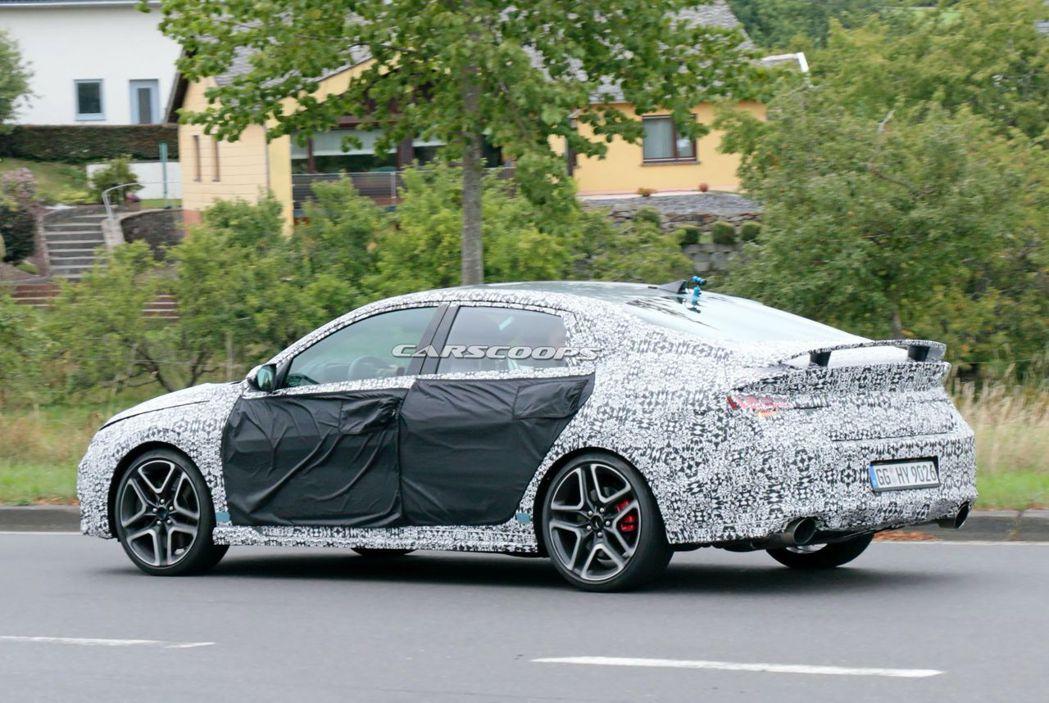 全新Hyundai Elantra/Avante N有著讓人很難不注意到的大尾翼...