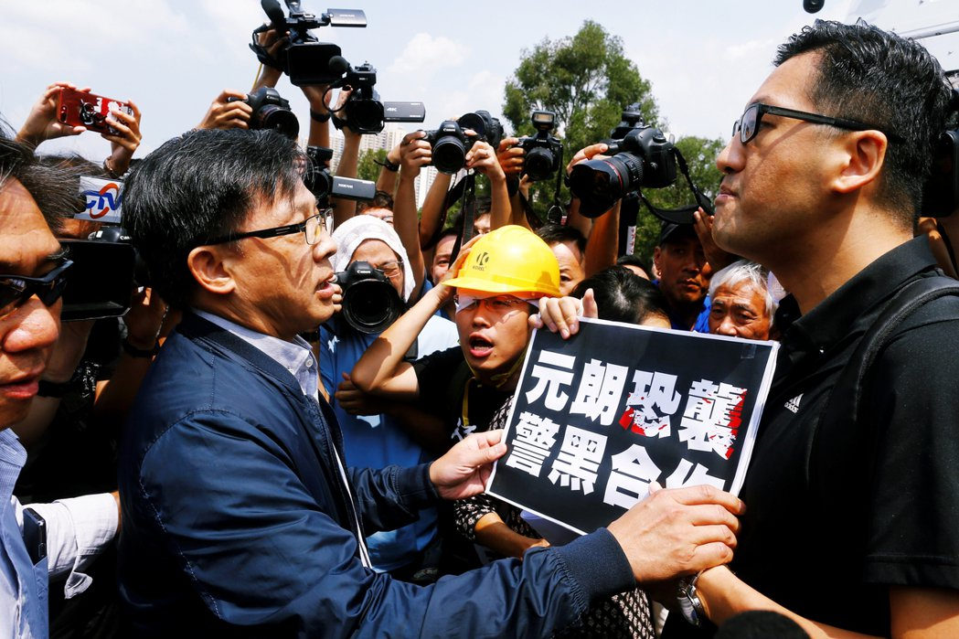 「林卓廷只是冰山一角...」建制派大將何君堯(左)也同步在FB上表示:「今早的頭...