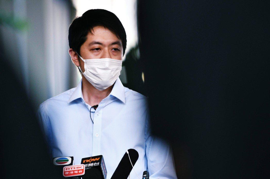 香港民主黨的兩名議員——林卓廷和許智峯——在今晨6點多時,分別都遭港警突然派員到...