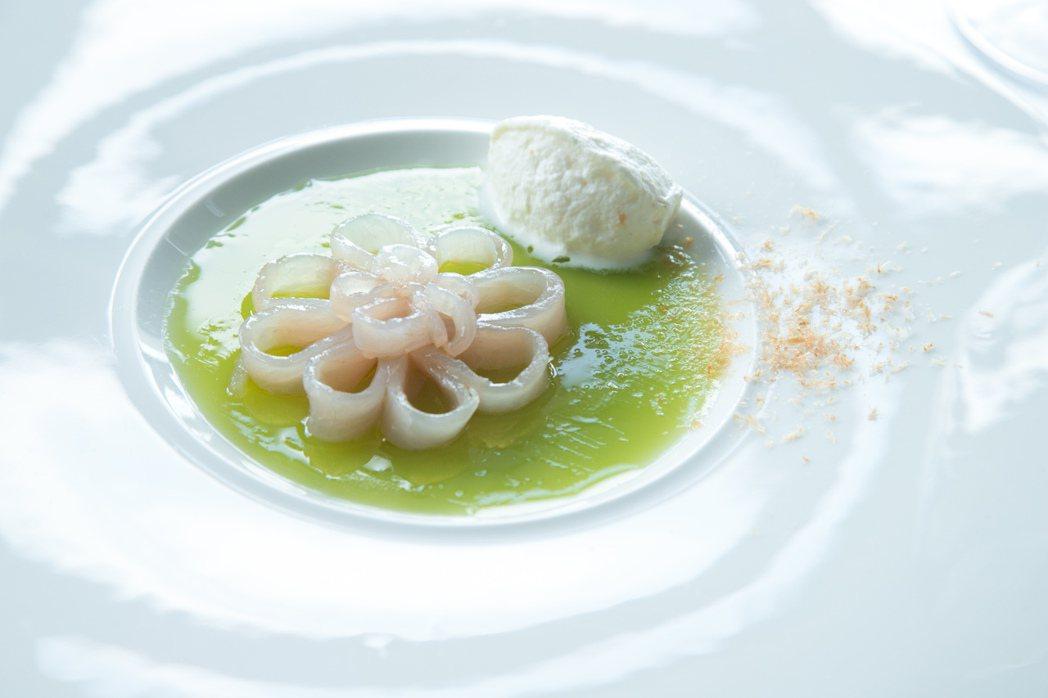 鬼頭刀和飛魚是長濱全年都有的食材,也經常出現於Sinasera 24的菜單中。記...