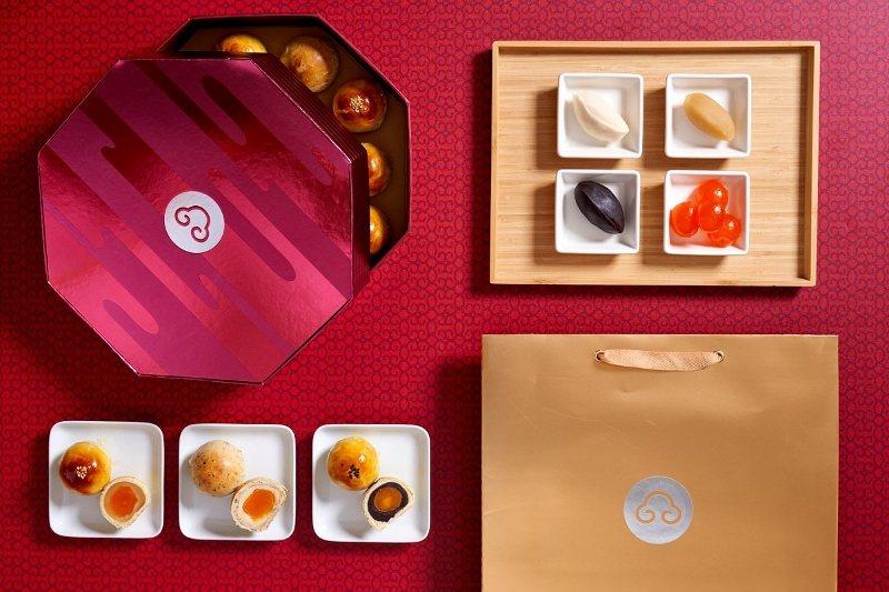 台北福華經典蛋黃酥禮盒(橙月禮盒),有棗泥、伯爵紅茶蛋黃酥、蓮蓉3種口味,每盒1...