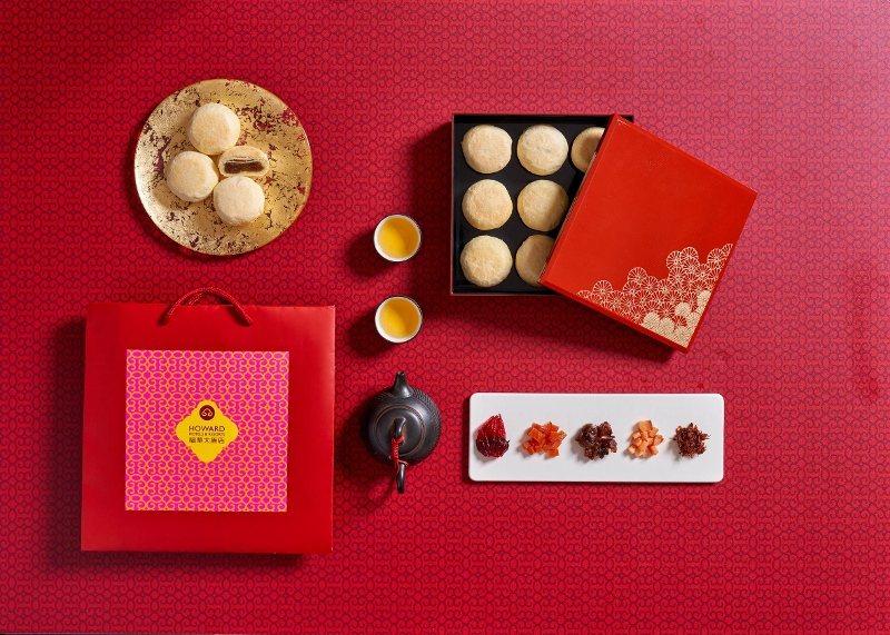 台北福華今年首次推出的頂級蘇式月餅禮盒(璽月雙層禮盒)12入,內含鮑魚火腿奶黃、...