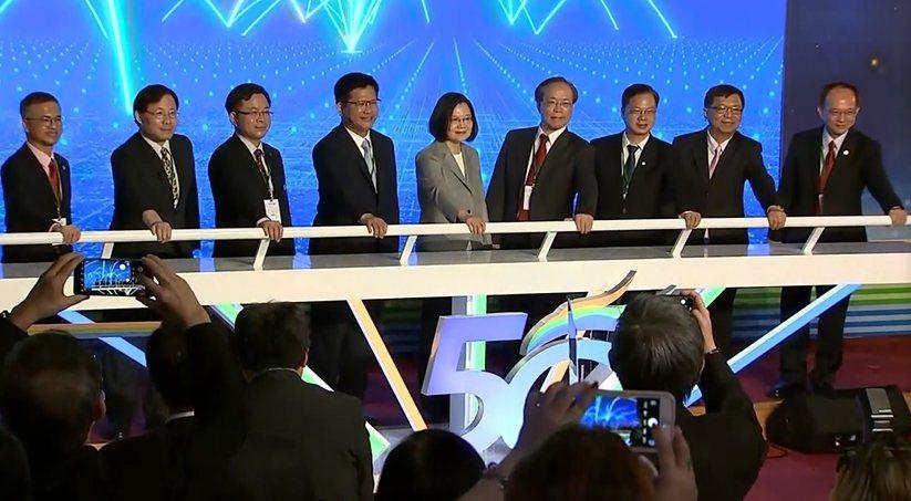 總統蔡英文見證5G開台 高速低延遲 台灣迎向智慧生活。《5G衝一波》/提供