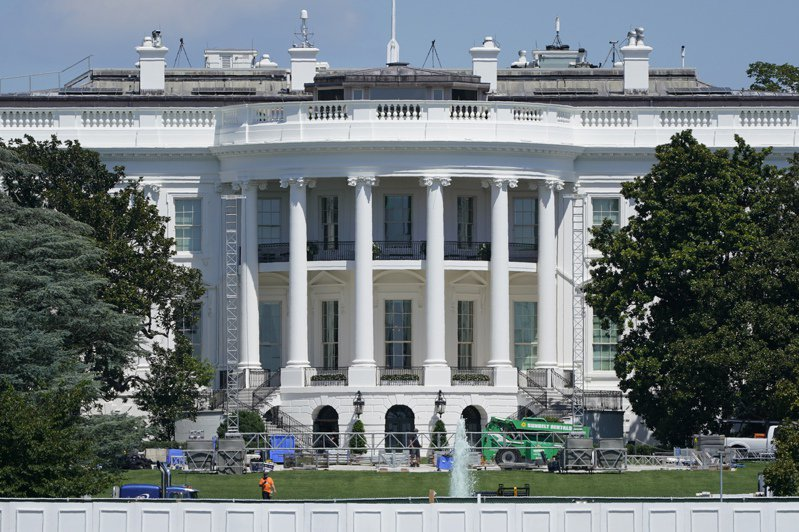 川普總統27日晚將在白宫南草坪新搭建的舞台上發表接受共和黨的總統提名演講。美聯社