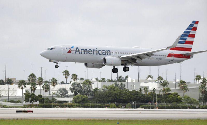 美國航空公司(American Airlines)今天表示,由於疫情導致旅遊需求大幅下滑,公司苦撐之下,將自10月起縮減1萬9000個工作機會。 圖/美聯社