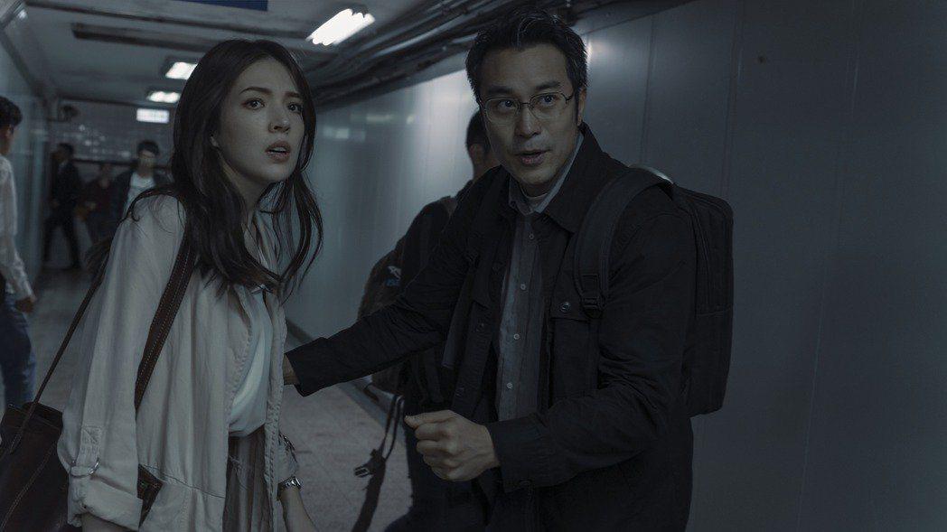 許瑋甯(左)、張孝全演出「誰是被害者」。圖/Netflix提供