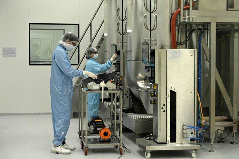 這項實驗在一個內有新型冠狀病毒樣本的密閉空間使用臭氧生成機,當暴露在低濃度臭氧達10小時,病毒的活性銳減超過90%。圖為實驗室示意圖。圖/法新社