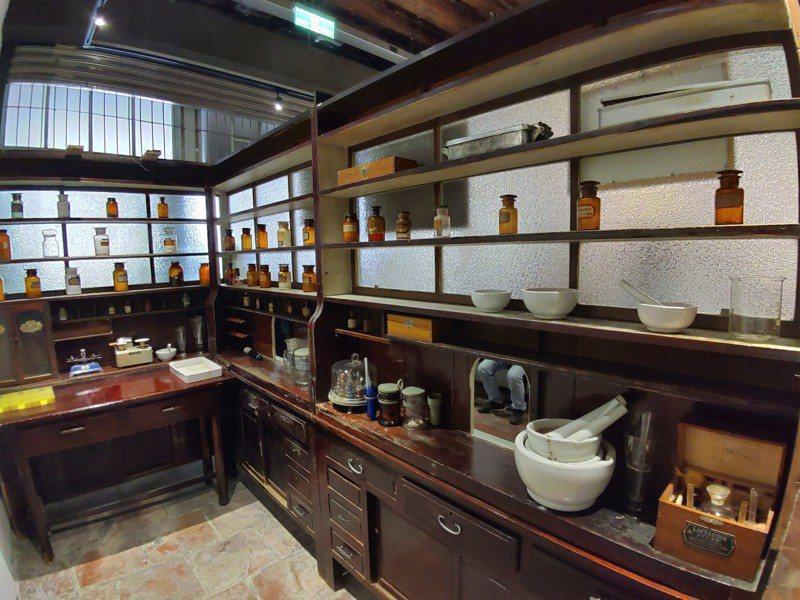 鹿港長源醫院目前作為展覽空間,文化局將以「公益換租」徵選進駐者。圖/鹿港鎮公所提供