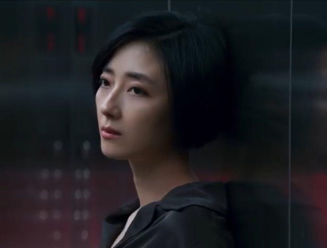 桂綸鎂在VOLVO XC40廣告中展現獨特魅力。圖/翻攝自YouTube