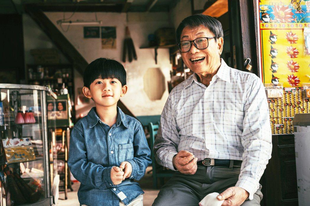 林義雄(右)心臟裝支架仍努力拍戲工作,今年獲得金鐘終身貢獻獎。圖/三立提供