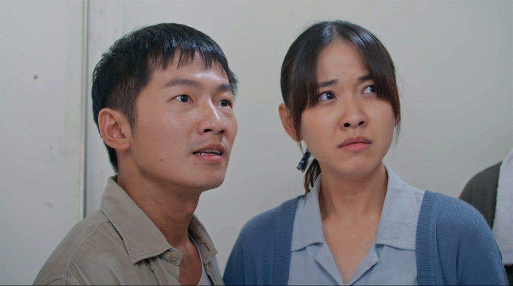 林玟誼(右)、蔡昌憲以「苦力」入圍金鐘。圖/公視提供