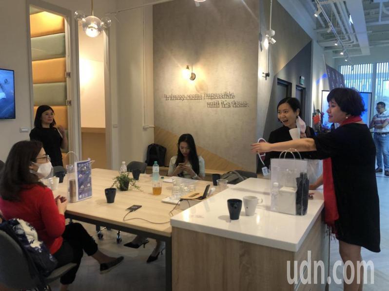 可喜空間台南館設有喝咖啡聊天休息空間。記者唐秀麗/攝影