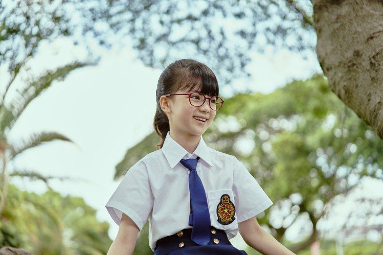 JINS針對不同年齡的孩童,打造可分尺寸、自由調整鏡腳的學齡眼鏡產品。圖/JIN...