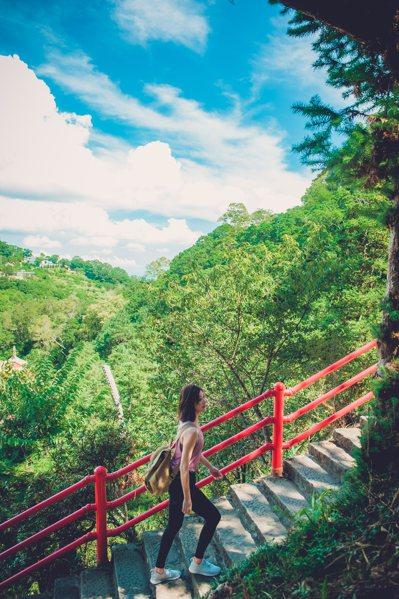 苗栗縣政府文化觀光局推薦結合步道主題的1日、2日遊程,仙山登山步道等大有名氣。圖/苗栗縣政府提供