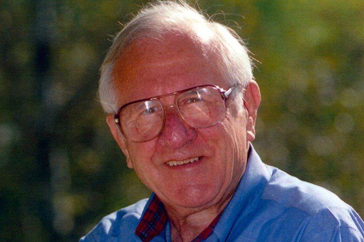 好萊塢億萬巨導史蒂芬史匹柏的父親阿諾史匹柏,103歲高齡去世,他的孩子們都隨侍在旁,史蒂芬感念父親啟發他們樂於研究,擴大心智發展,保持腳踏實地,但不要忘了勇敢追尋自己的夢想。阿諾史匹柏生前曾在奇異電...