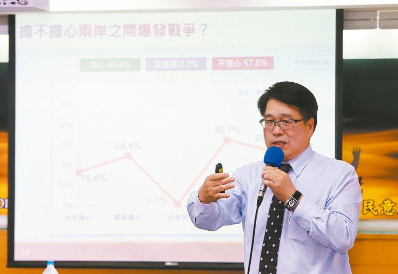 台灣民意基金會舉行八月全國性民調發表會,其中一項民調主題為台灣人對兩岸首戰即終戰的態度,結果有五成八基本上不同意馬英九首戰即終戰的說法。 記者邱德祥/攝影