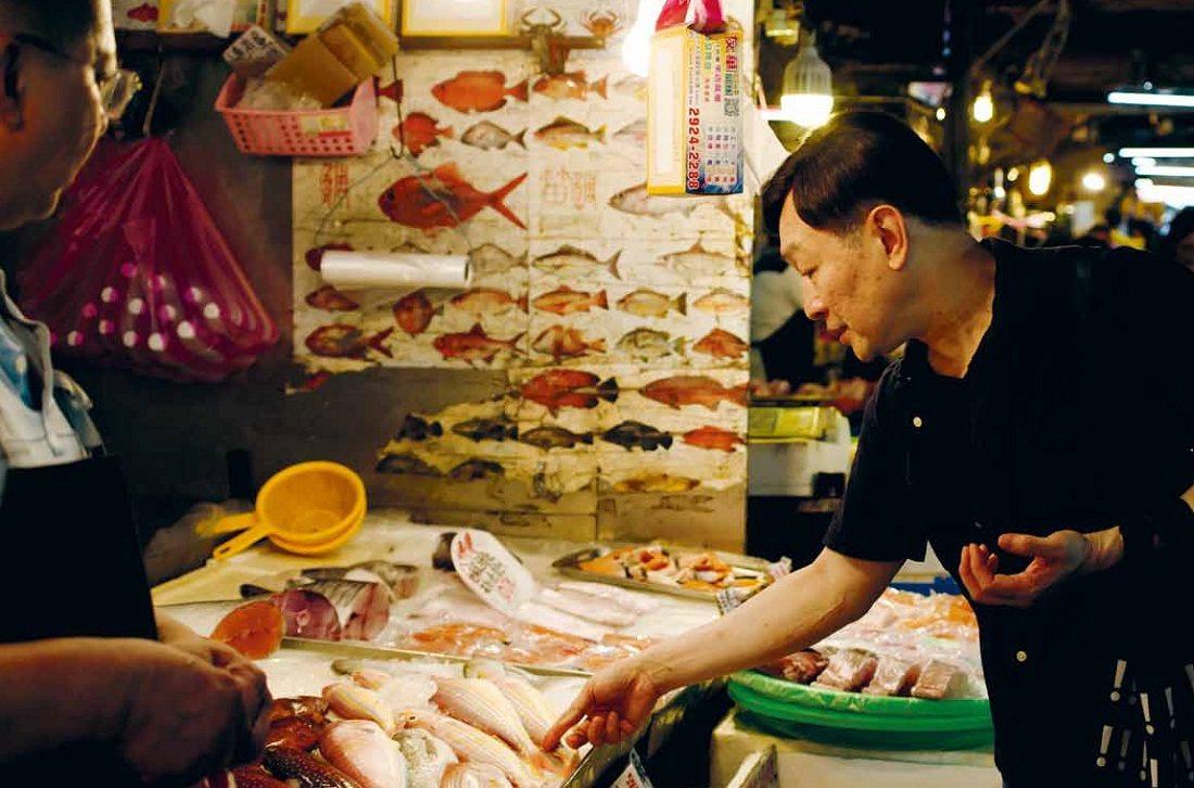 逛市場、下廚也是朱全斌退休生活的一部分。 圖/安可人生提供