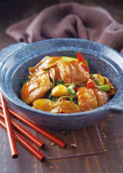 吳秉承主廚示範:三杯雞。 圖/日日幸福出版社 提供