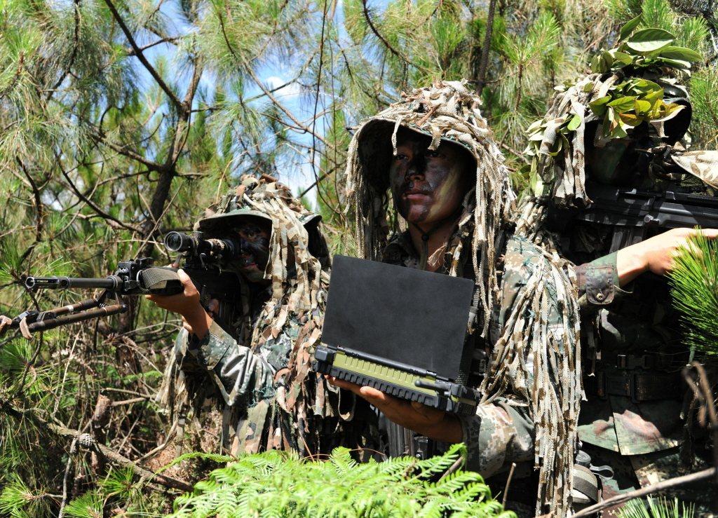 共軍近年來強化狙擊戰力作為斬首突擊輔助兵力。 圖/新華社