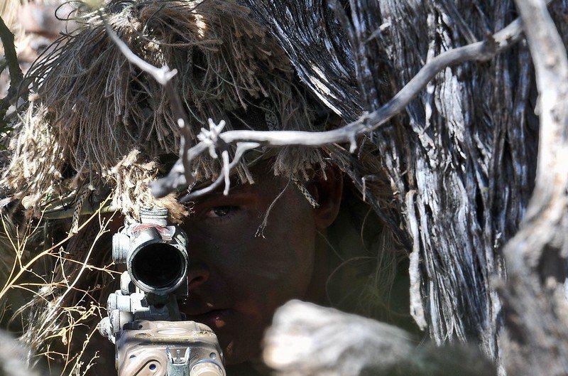 雖然狙擊手的攻擊威力不容小覷,但是也有根本上的弱點,那就是機動性和隱蔽性。 圖/美國陸軍