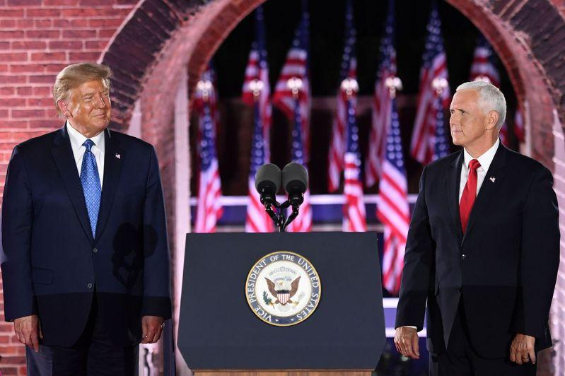 美國總統川普(左)及美國副總統潘斯(右)。 法新社