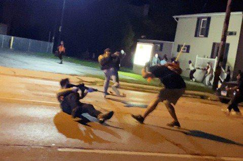 美國人的自相殘殺:NBA罷賽支持威斯康辛示威...與射殺示威者的17歲少年