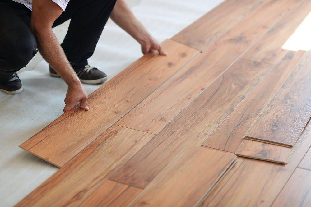 架設木地板會比只有磁磚或石材地坪更能降低聲響。 圖/21世紀不動產 提供