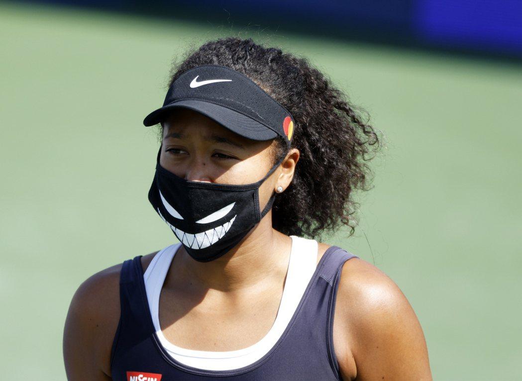 日籍女網選手大坂直美在西南網球公開賽的準決賽退賽,以為抗議立場表態。 圖/歐新社