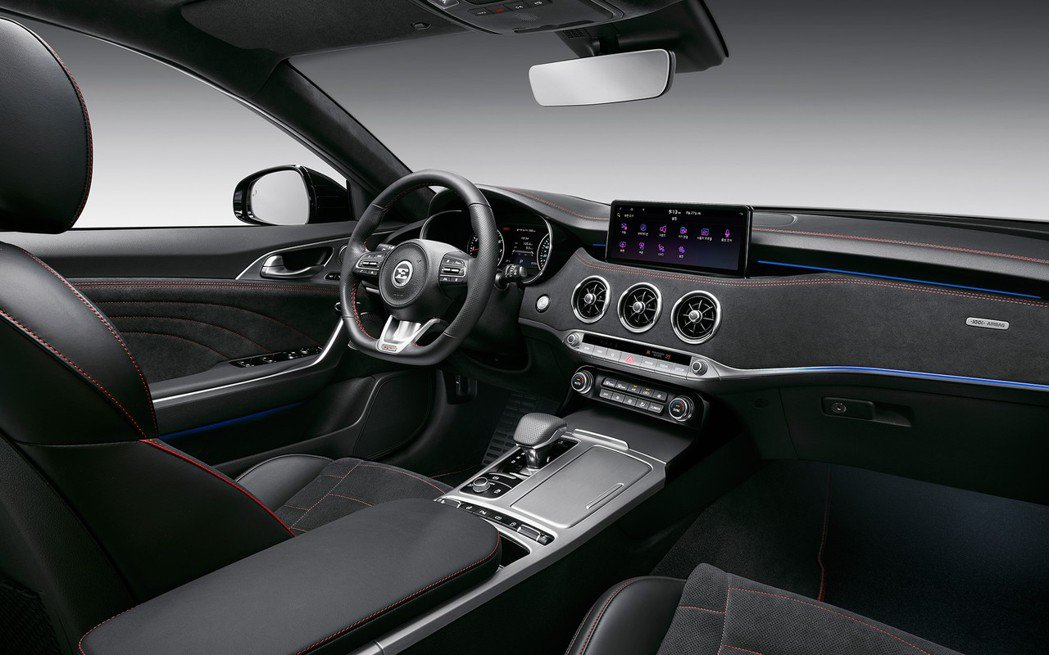 Kia Stinger Meister車室格局與小改款前大致相同。 摘自Kia