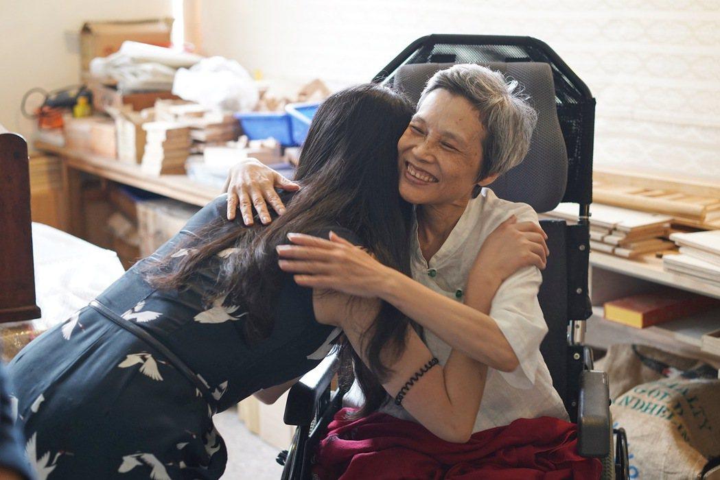 詩人顧德莎以最大勇氣面對生命末垂仍奮力的燦笑。 圖/林煜幃攝影