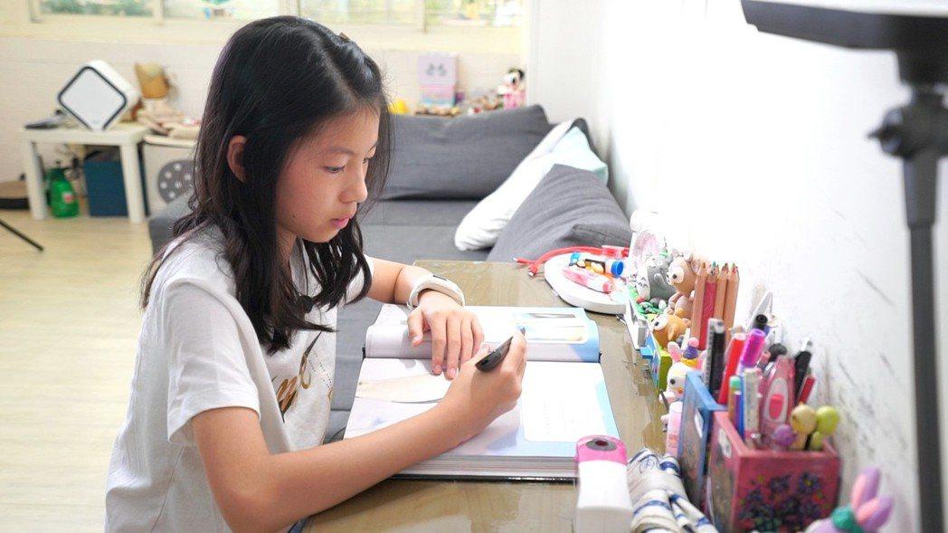 486團購販售獨家正版繁體翻譯筆,幫助孩子暑假學習事半功倍。