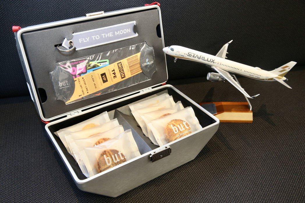 星宇航空今年推出中秋禮盒「星宇箱」。 記者林俊良/攝影