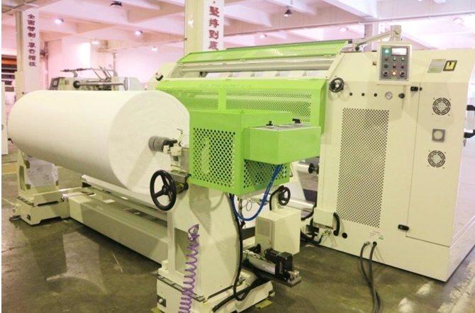 華周工業全新推出熔噴布專用分條複捲機FSL-KT系列擁有加大的放料結構可容納直徑...