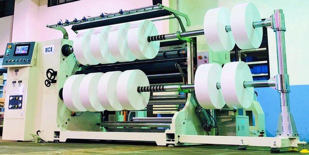 華周工業全新推出熔噴布專用分條複捲機FSL-KT系列,作業速度最快可達100米╱...