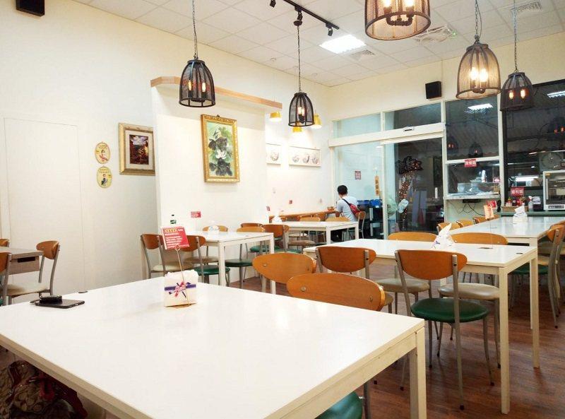 天慈素食台中英才店突破傳統的用餐環境設計,用起餐來更加心情愉悅。 天慈素食台中英...