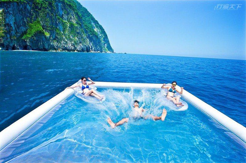 絕無僅有的「跳海」,盡情徜徉在夏豔水漾裡,敢不敢一起來體驗呢?(圖片提供:太魯閣晶英酒店)