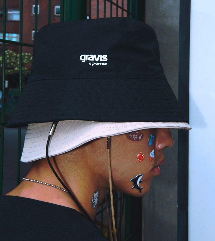 gravis與plain-me聯名抗撕裂防潑水漁夫帽1,280元。圖/plain...