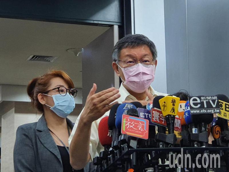 台北市長柯文哲上午參加交通會報前受訪。記者楊正海/攝影