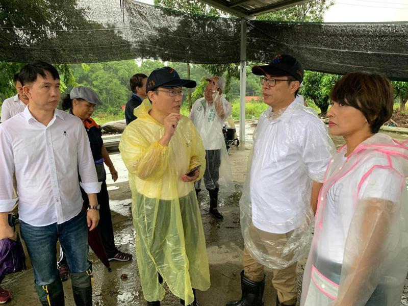 高雄市長陳其邁(右二)今到山區視察防災整備工作。圖/高雄市水利局提供