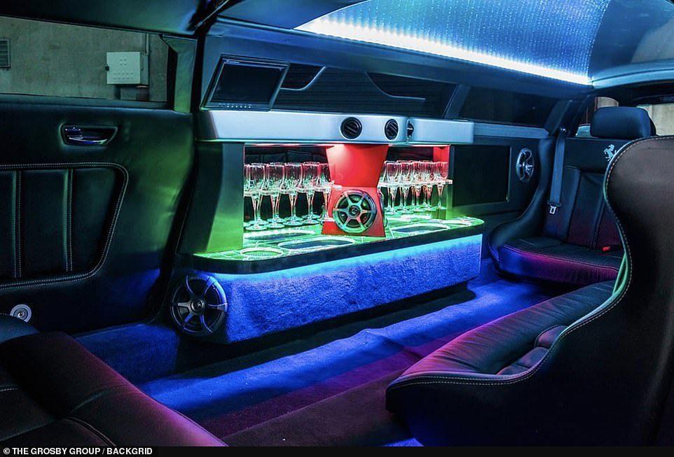 獨一無二的外表外,內部還配備了影廳級環繞音響、LED裝飾燈、電視屏幕、鷗翼式車門...