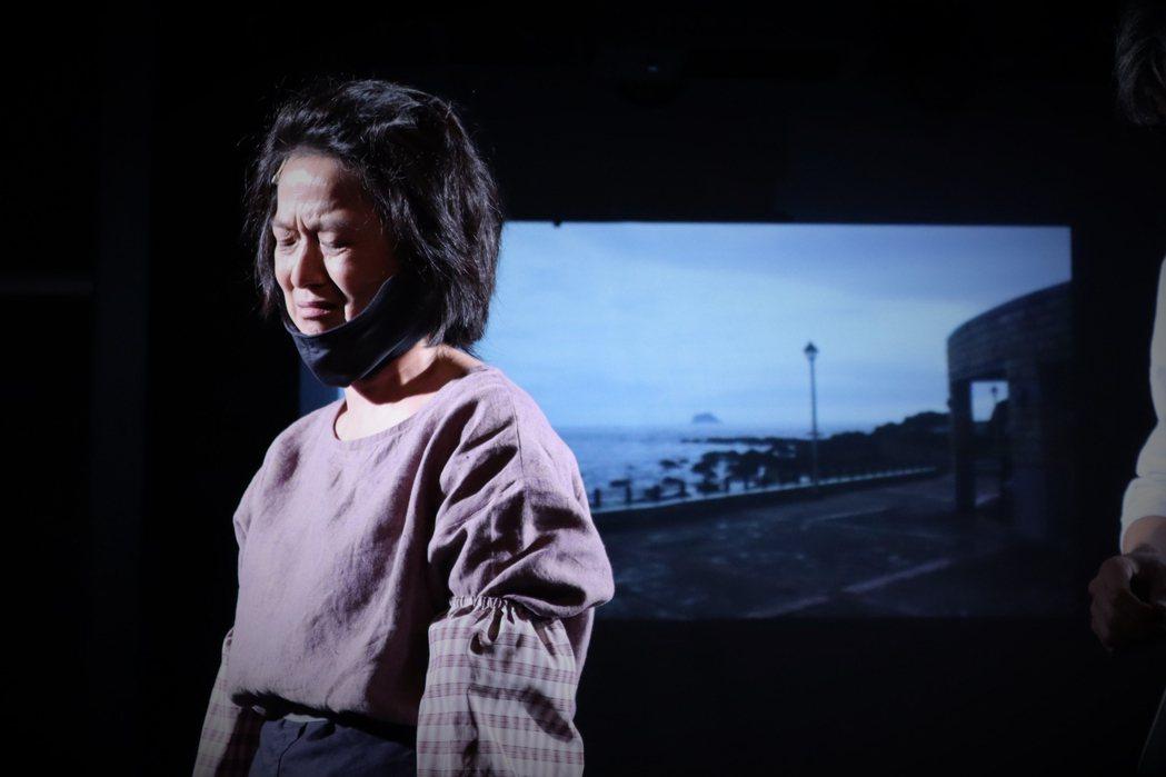 謝瓊煖入圍今年金鐘獎最佳女配角獎,演出劇場版「我們與惡的距離」,悲苦神情讓人動容