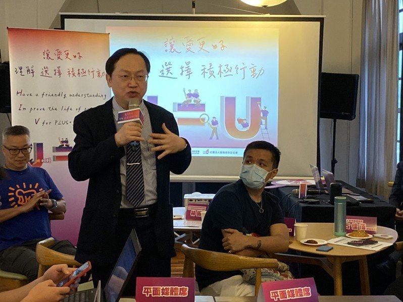 台北榮總感染科醫師林錫勳表示,HIV其實包括唾液、汗水與排泄物都沒有感染力,而蚊蟲叮咬時極微量血液亦不足以傳播病毒。記者簡浩正/攝影