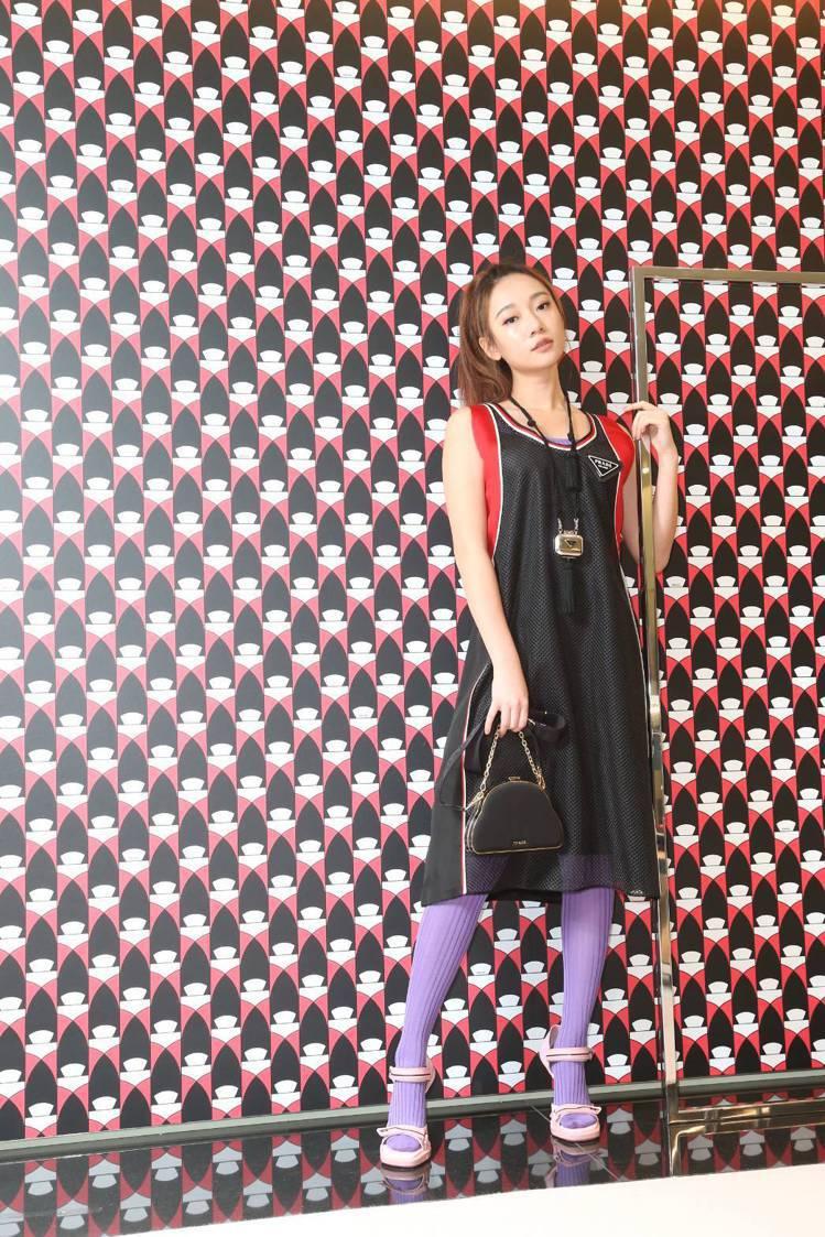 吳卓源穿透視網狀運動風格洋裝72,000元,紫色內搭21,500元,Eclips...