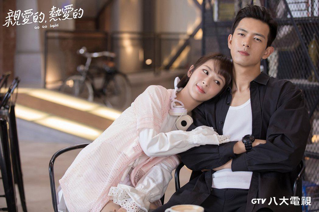 楊紫(左)劇中對李現一見鍾情。圖/八大提供