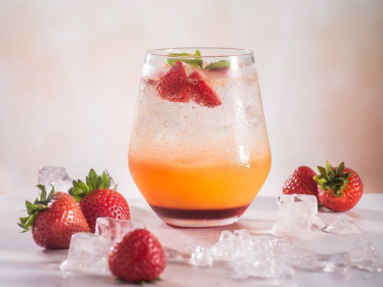 具有多層次的「草莓柳橙蘇打」。圖/嚕嚕米主題餐廳提供
