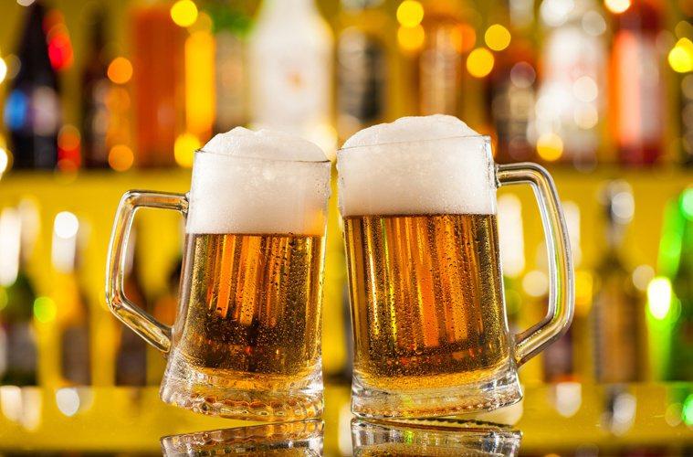 喝酒會提高罹患癌症的風險,更易導致肥胖又傷肝。圖╱123RF