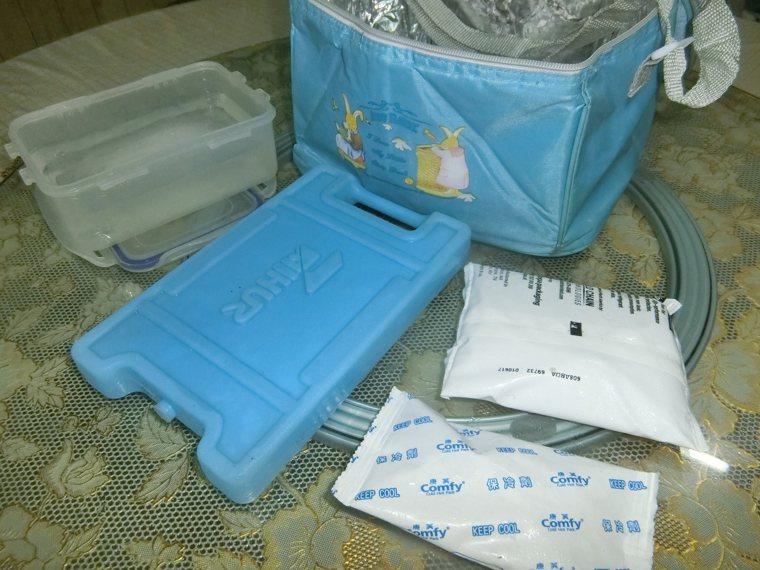 我在車內會放置一個「保冷提袋」,內裝自製的冰塊、保冷劑等,袋內放置需保冷的物品。...