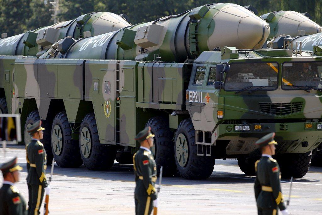 26日,解放由浙江省向南海發射東風-21D飛彈,警告美國意味濃厚。 圖/路透社