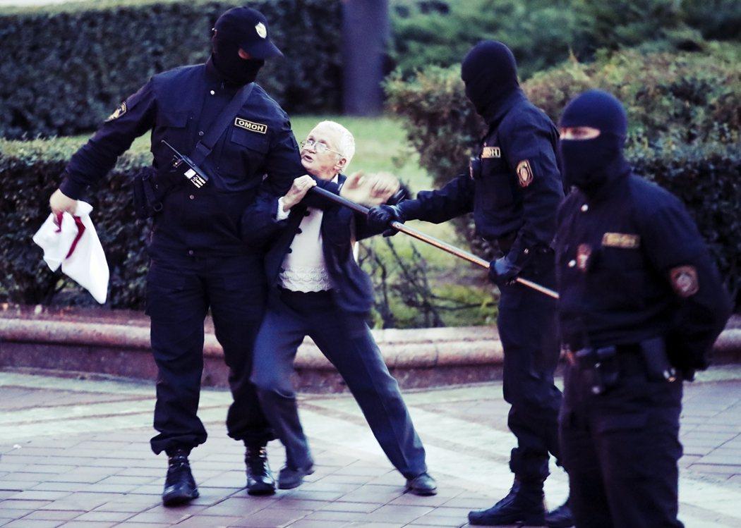俄國總統普丁27日親口證實:「我早已應盧卡申科的拜托,召集了一支『後備警備隊』....